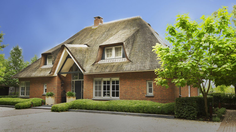 rietgedekte villa landelijk wonen