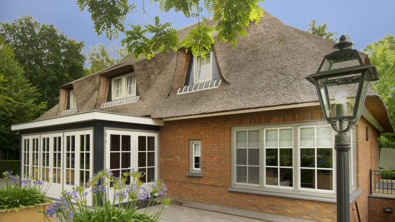 architect erker rietgedekte landhuis