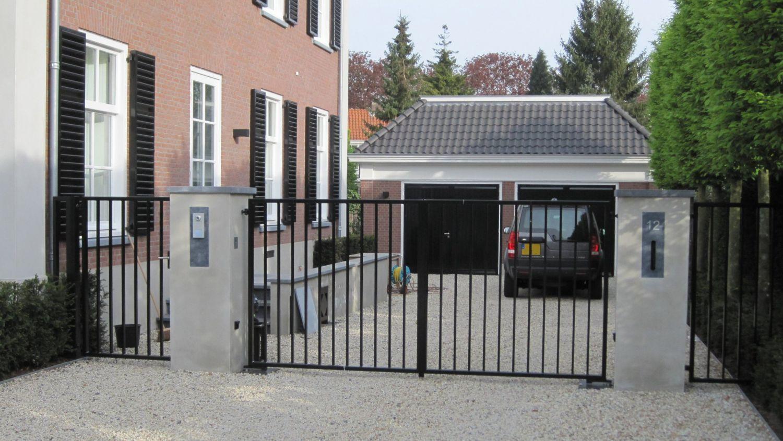bijgebouw landrover stalen poort