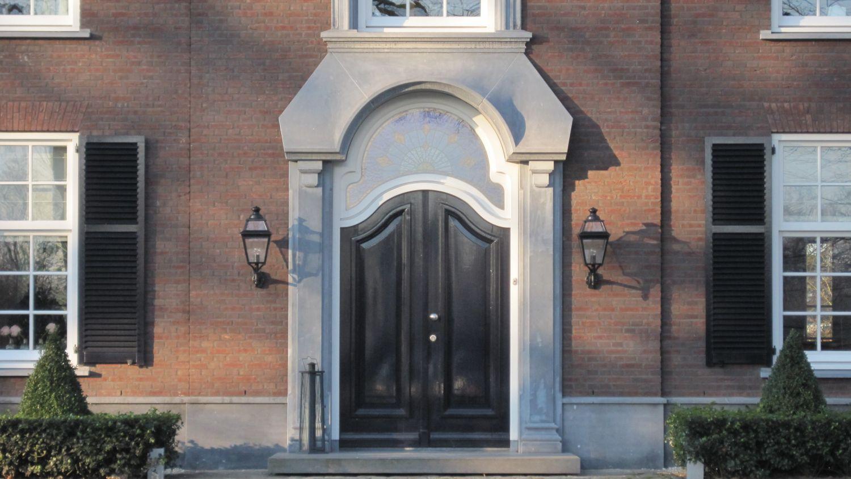 voordeur omlijsting facade hardsteen