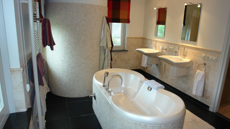 badkamer vrijstaand bad inloopdouche