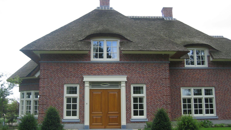 rietgedekt landhuis