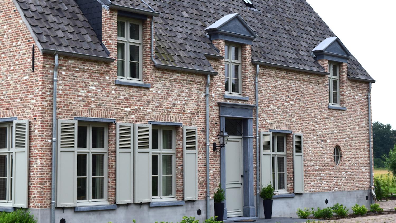 Villa in kempische hoevestijl arceau ontwerpers for Wonen op een landgoed