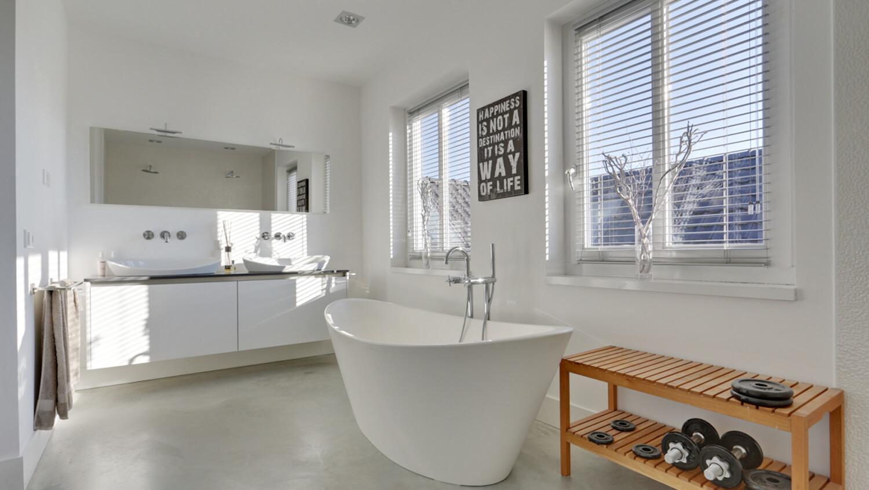 Badkamer Vrijstaand Bad : Bruyndoncx realisatie badkamer met vrijstaand bad en